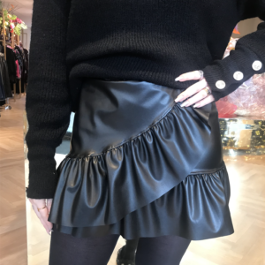 Ruffle-leather-skirt-Reindersfoodfashion