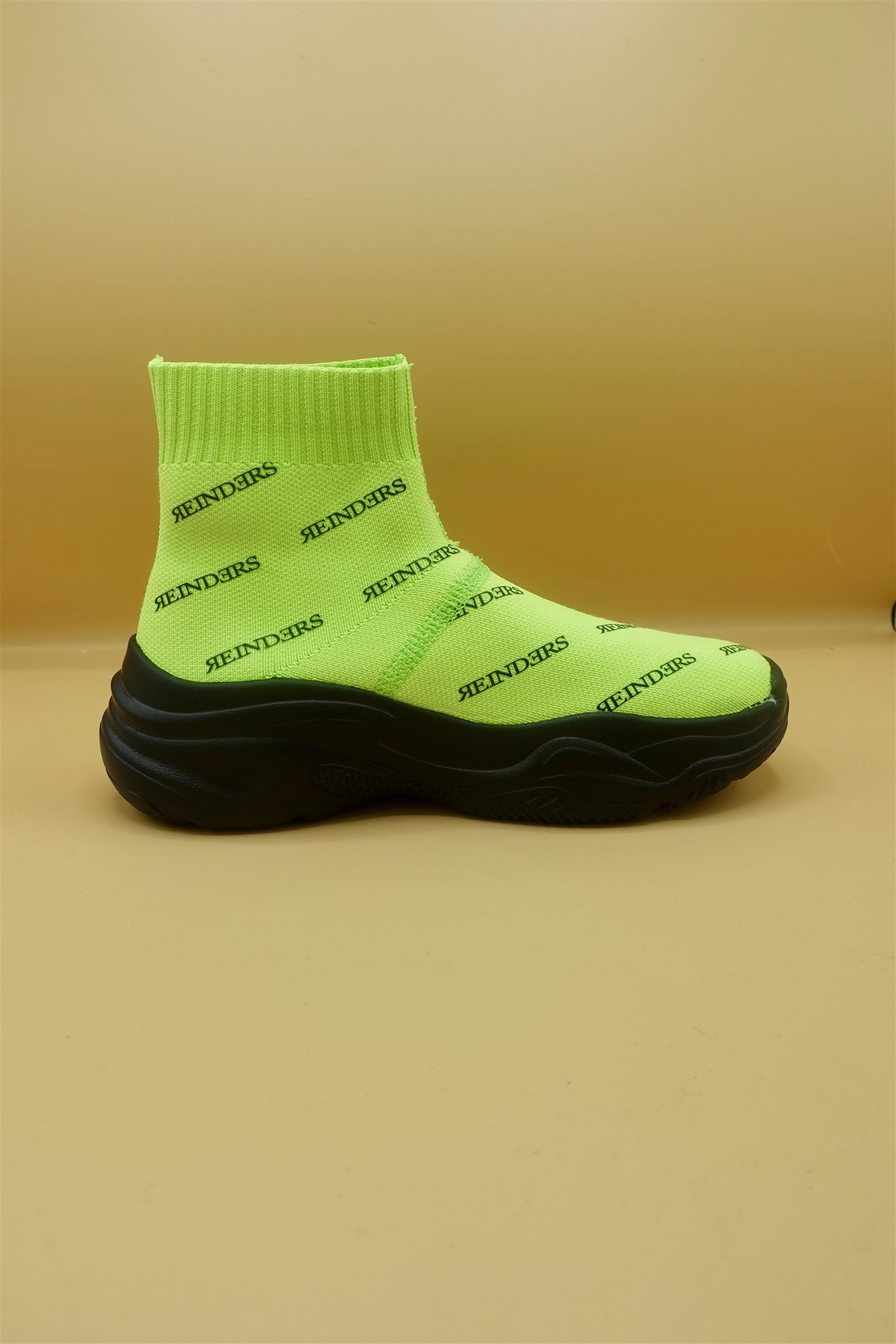 Reinders green neon shoes